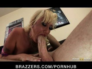 सेक्सी गोरा milf Alana इवांस उसे धोखा दे पति पर बदला जाता है