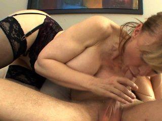 संचिका कौगर मोज़ा और एक गेटिस में seduces