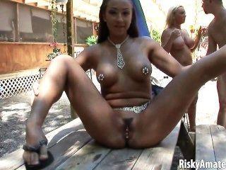 सेक्सी शौकिया लड़कियों नग्न सड़क पर