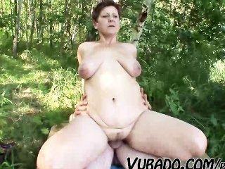 परिपक्व जोड़ी आउटडोर सेक्स !!