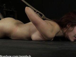 Iona अनुग्रह और उसकी विशाल प्राकृतिक स्तन नजाकत पीड़ित