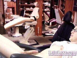 Lelu प्यार-महिला seduces दंत चिकित्सक रोगी
