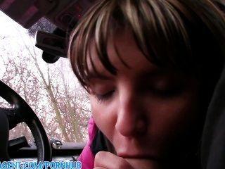 PublicAgent खूबसूरत Nympho जेना अपनी कार में गड़बड़