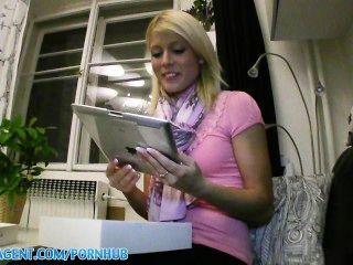PublicAgent HD गोरा एक iPad के लिए उसे बिल्ली के साथ भुगतान करता है