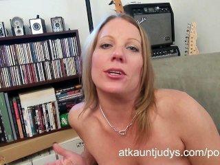 सेक्सी परिपक्व एलिसा डच Masturbates