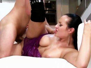 कारमेन क्र ाफ्ट और उसके बड़े titties
