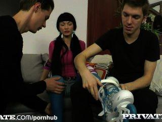 निजी: रूसी किशोरों रेजिना प्रेस्ली