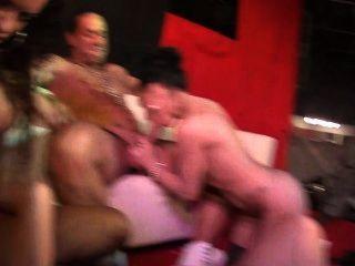 jordanne काली और पेनेलोप बाघ सह इस सार्वजनिक fuckfest में हार्ड