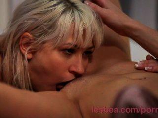lesbea HD खुला एक तंग युवा किशोरों गधे के प्रसार से पहले वह मुश्किल climaxes