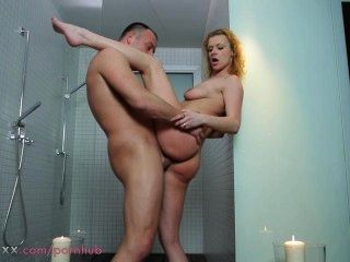 माँ दंपती शॉवर में प्यार करना