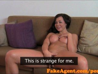 FakeAgent HD विशाल स्माइली स्तन के लिए चेहरे
