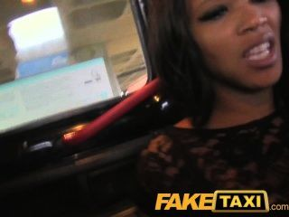 बड़े गधे के साथ FakeTaxi खूबसूरत लड़की को उसके अपराध के लिए भुगतान करता है