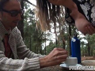 शौकिया milf आउटडोर teaparty स्तनपान कराने वाली