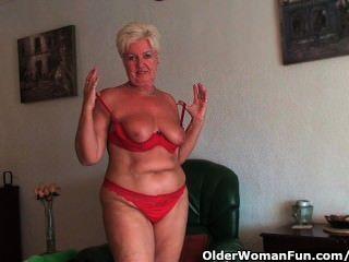saggy बड़े स्तन और मोटा गधे के साथ मोटा दादी उसे पुरानी बिल्ली फैलता