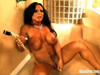 Aziani लोहे Rhonda ली उसे बड़ा clit पम्पिंग