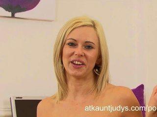 अन्ना खुशी सींग का हो जाता है और कार्यालय में एक साक्षात्कार के बाद masturbates