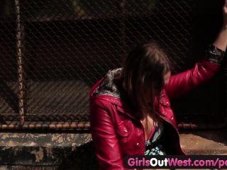 पश्चिम बाहर लड़कियों - सार्वजनिक में गर्म समलैंगिक यौन संबंध
