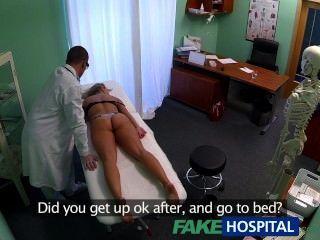 FakeHospital चक्कर युवा गोरा उसे गीला बिल्ली में एक creampie लेता है