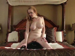 सेक्स मशीन इतनी मेहनत Bigtit माँ सह बनाता है