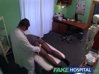 FakeHospital छिपे हुए कैमरों पकड़ महिला मरीज मालिश उपकरण का उपयोग