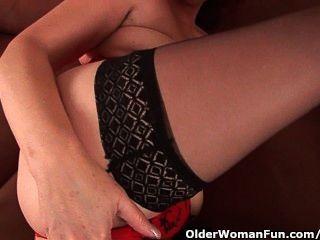 मोजा में निर्बल दादी मुट्ठी उसके बालों योनी fucks