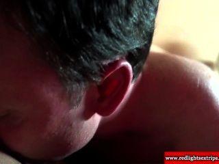रियल डच श्यामला वेश्या blowjob देता है और pussylicked हो जाता है