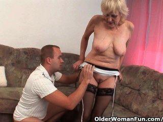 मोजा में दादी एक चेहरे हो जाता है
