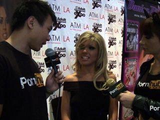 pornhubtv ऑब्रे 2014 AVN पुरस्कार में साक्षात्कार Addams