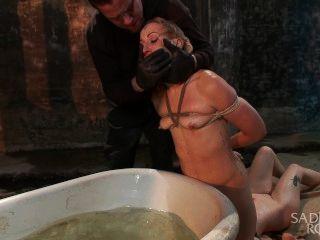 डबल क्रूरता के लिए दो गोरा वेश्या