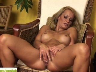 Valentina Valente छूत योनी
