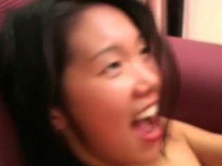 Angeline: शर्मीली एशियाई लड़की मुश्किल बकवास दौरान चिल्लाती