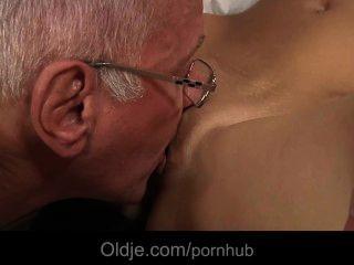 Oldman बहकाया और एक रंगी नन्हा द्वारा गड़बड़