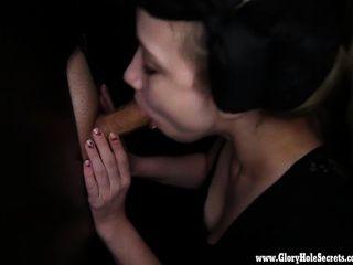 gloryhole रहस्य सेक्सी बरसात मुर्गा 1 पर slurping प्यार करता है