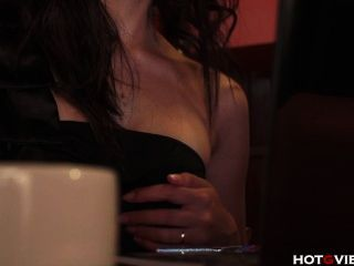 एक कैफे में एशियाई squeals