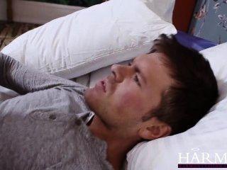 एक कठिन बकवास के बाद तीव्र गुदा संभोग HarmonyVision