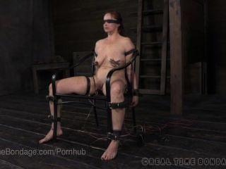 संचिका बेला रॉसी आंखों पर पट्टी और बिजली के साथ पूछताछ की