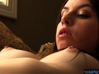 असली 18 साल पुराने Khloe की कोशिश करता है गुदा और हस्तमैथुन दृश्य