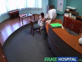 FakeHospital संचिका पूर्व पोर्न स्टार उसे अद्भुत यौन कौशल और करने के लिए शरीर का उपयोग करता है