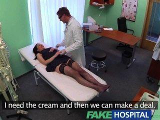 FakeHospital कोई स्वास्थ्य बीमा के इलाज के लिए भुगतान करने के लिए शर्मीली रोगी का कारण बनता है