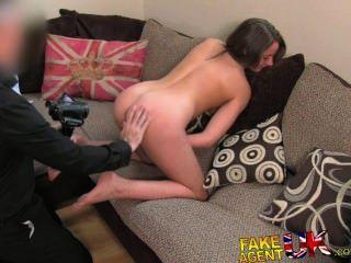FakeAgentUK सेक्सी पैर ब्रिट लड़की अप्रत्याशित कास्टिंग पोर्न को जाता है
