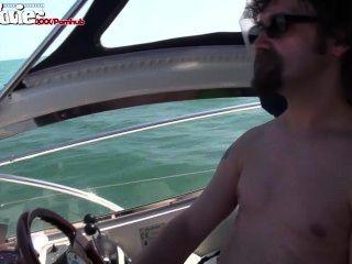 मज़ा सिनेमा जर्मन लड़की एक नाव पर गड़बड़