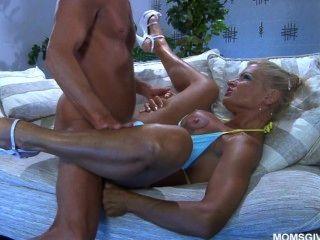 सेक्सी रूसी एमआईएलए अन्ना सर्वश्रेष्ठ जानता है