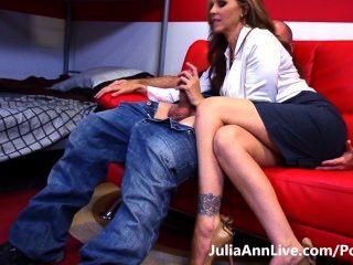 गर्म शिक्षक!Busty milf जूलिया ऐन उसके छात्र अध्ययन कठिन बना देता है!