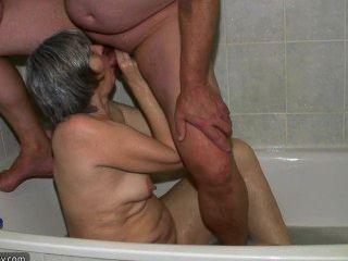 गर्म सींग का बना चश्मिश दादी और युवा लड़के बकवास