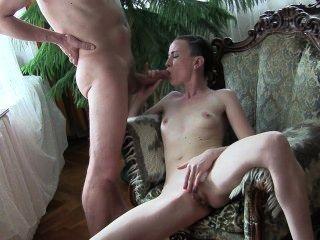हंगरी मैला Goddes गैगिंग blowjob और स्तन पर सह।सिल्विया Chrystall एच.डी.।