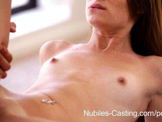 Nubiles कास्टिंग - किशोर आकर्षक चूसना और प्रसिद्धि के लिए मुर्गा fucks