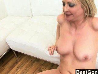 पत्नी को धोखा दे बड़ा काला लंड प्यार करता है