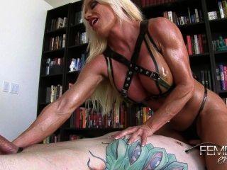 Ashlee: गुलाम पेशी पैर fucks