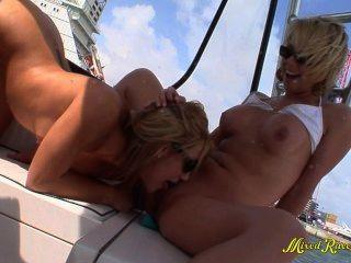 समलैंगिक किशोर सार्वजनिक नौका विहार गैंगबैंग एच.डी.