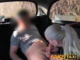 FakeTaxi पॉश गोरा उसे Pissing वीडियो हटा दिया करने के लिए यौन संबंध है